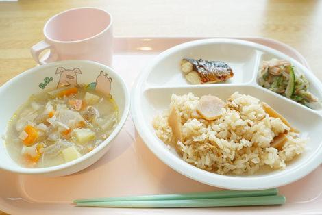 たけのこ釜飯/さばの塩焼き/春雨の三色和え/根菜たっぷり豚汁