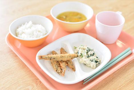 きびなごのごまフライ/小松菜のしゃっきり白和え/かぼちゃの味噌汁